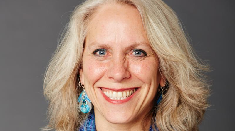 Portrait photo of Robyn Ochs